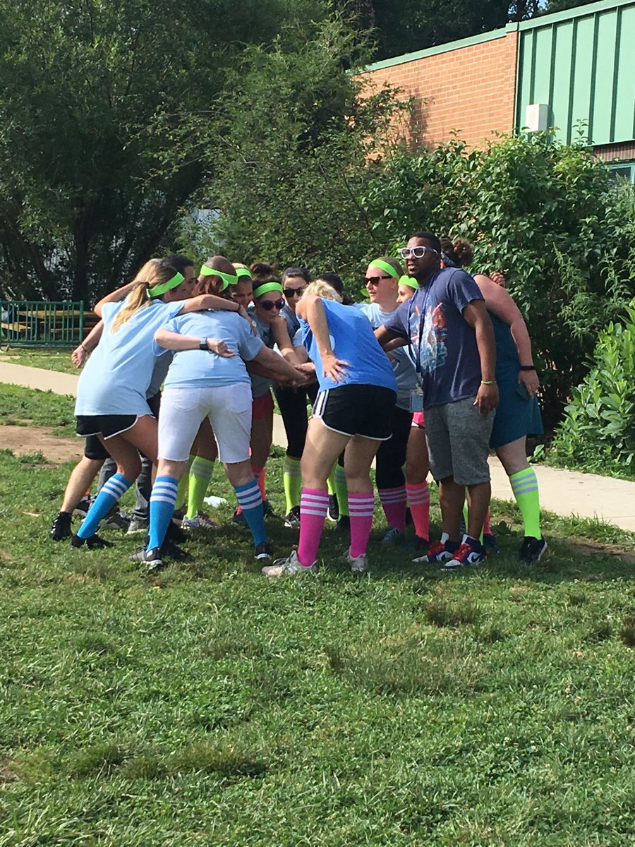 %e2%81%a6campbellaps%e2%81%a9-staff-huddling-up-for-annual-kickball-game-against-5th-graders-https-t-co-spmcbioohg